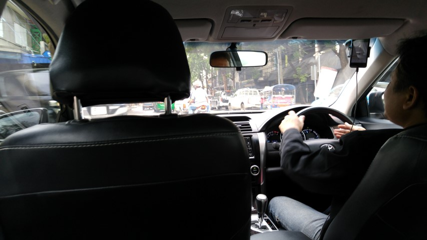 UberBlack รถรุ่นใหญ่ใจต้องนิ่ง